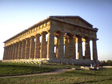 Eccezionale scoperta a Paestum: emerge la pavimentazione della Porta Aurea