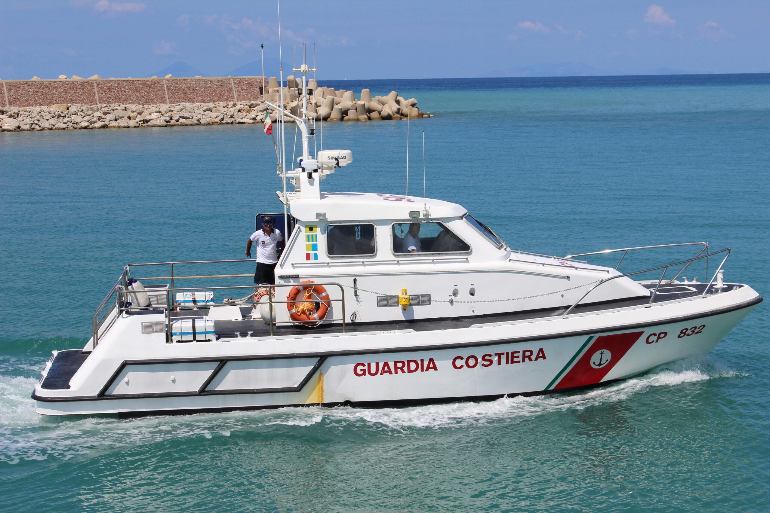 Lungomare di Napoli, vasta azione della Guardia costiera contro le occupazioni abusive sulle spiagge