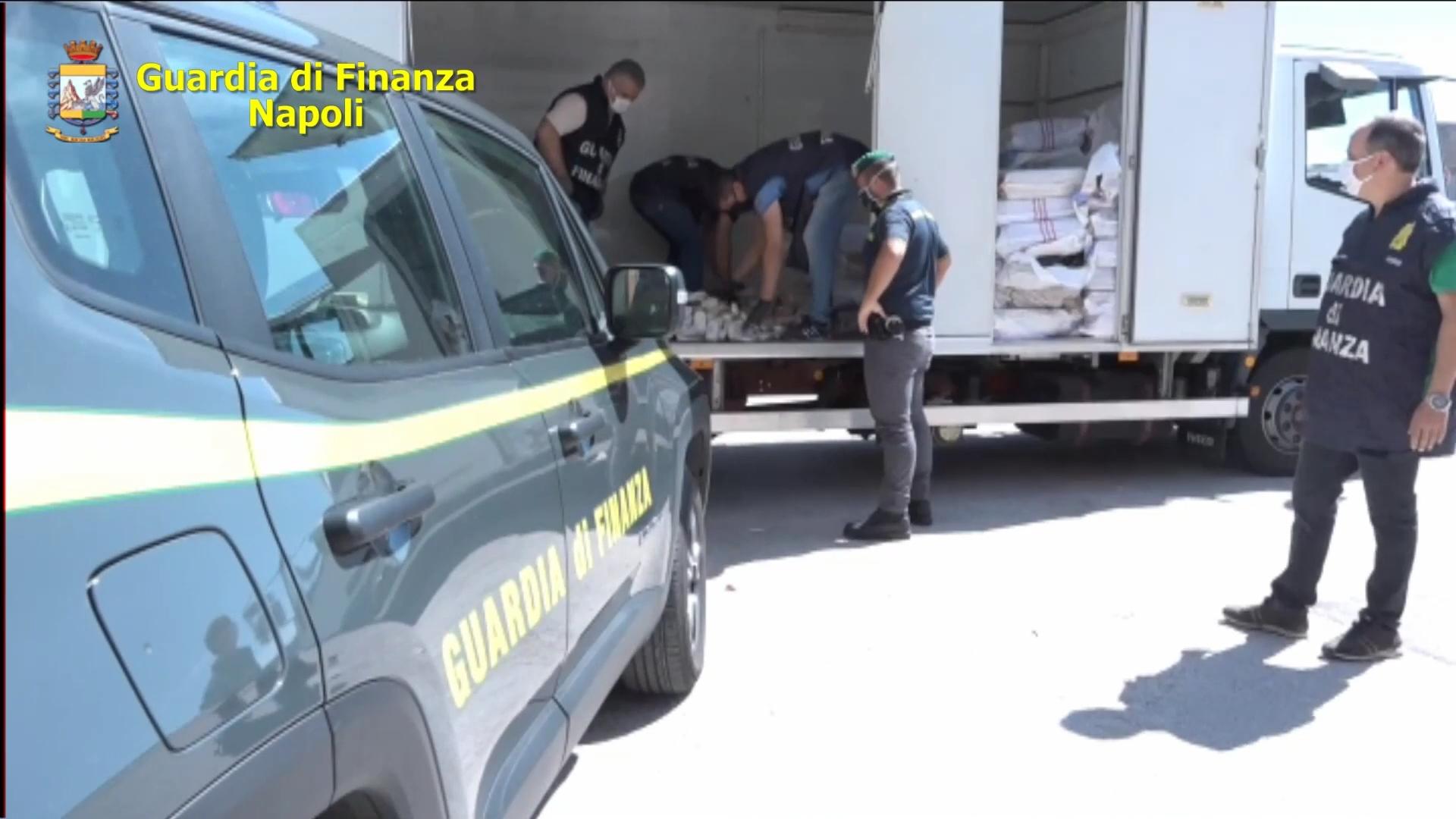 Porto di Salerno, sequestrate tonnellate di hashish e anfetamine in un container