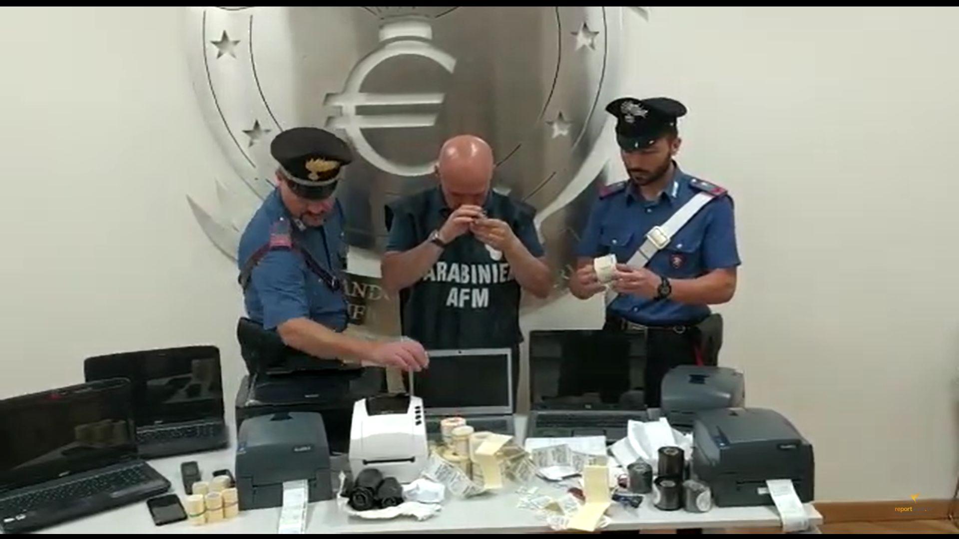 Afragola, arrestato pregiudicato: nella sua casa 2500 marche da bollo false
