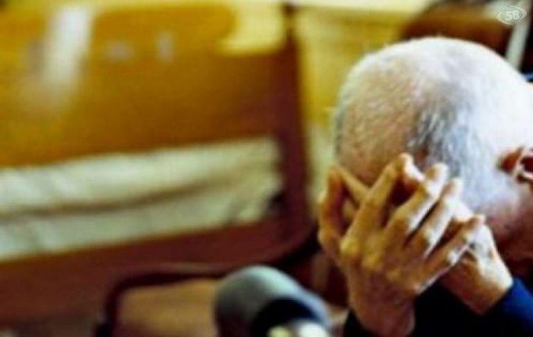 Frattamaggiore, aggredisce e minaccia gli anziani genitori: 50 euro al giorno per comprare la droga