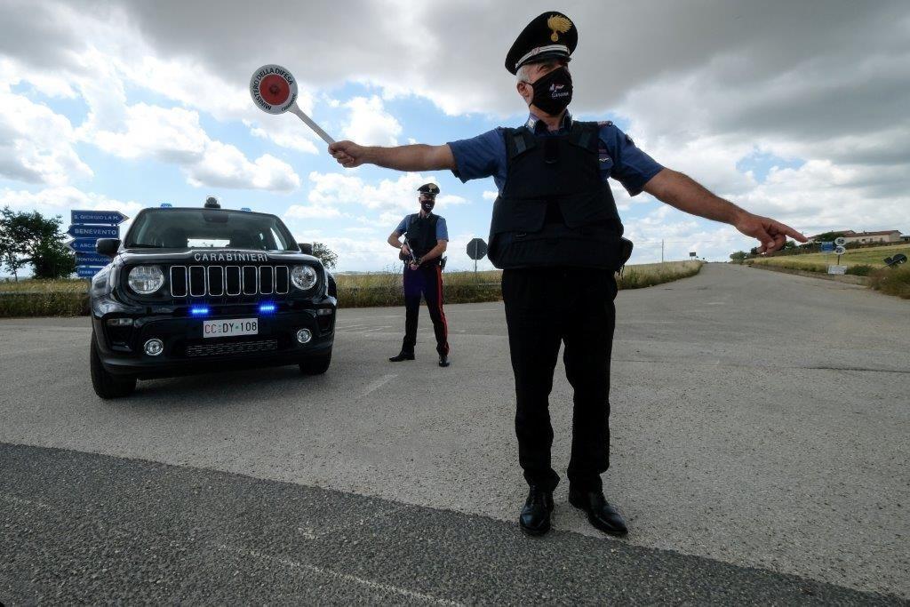 Roma, alla guida di un veicolo non suo, tenta di investire un carabiniere: arrestato giovane peruviano