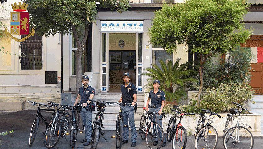 Gli rubano la bicicletta, ma la riconosce in vendita su internet: denunciati due salvadoregni per ricettazione