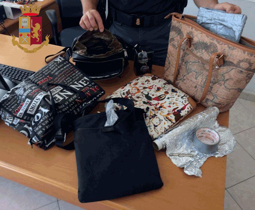 Castel Romano, sudamericani rubavano merce dai supermercati evitando l'allarme, ma la commessa li scopre