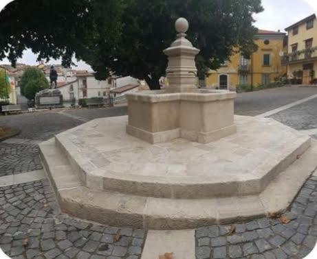 Sicignano degli Alburni, restaurata la monumentale Fontana di piazza Umberto