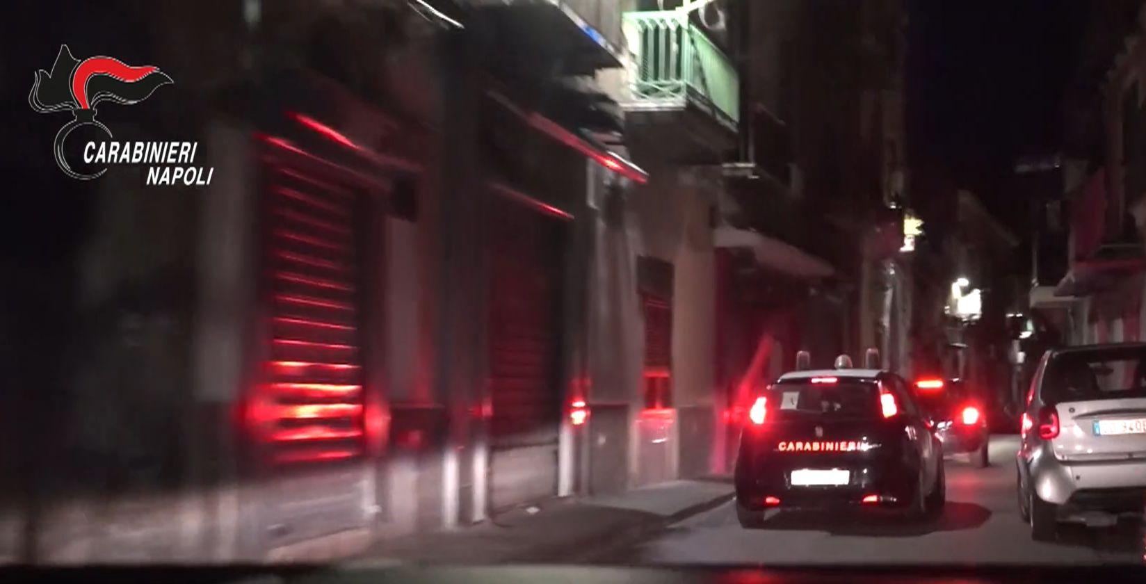"""Operazione """"Raptum"""" contro il clan di Scampia: arrestati 13 affiliati per sequestro di persona e estorsione"""