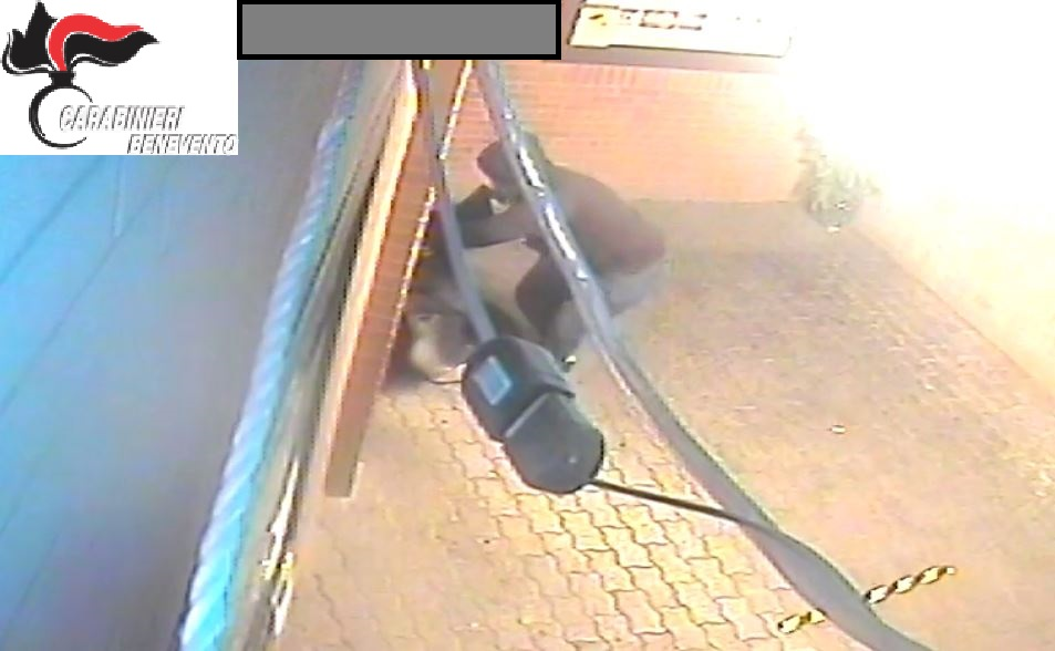 Furto nella notte in un bar tabacchi di Ponte Valentino: arrestati in 2 grazie alle segnalazioni dei cittadini