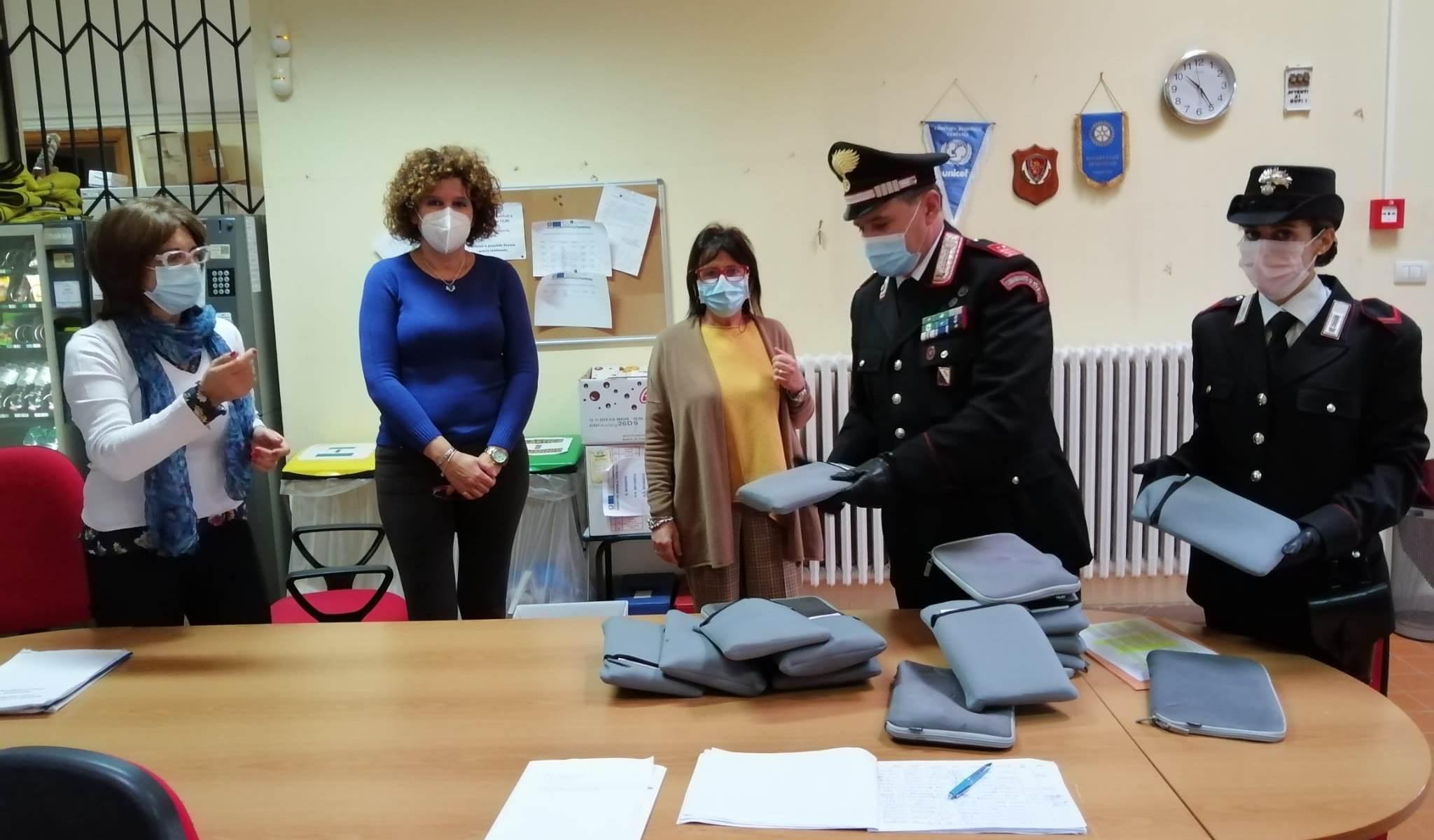 Benevento, alla Bosco Lucarelli tablet consegnati ai ragazzi dai Carabinieri