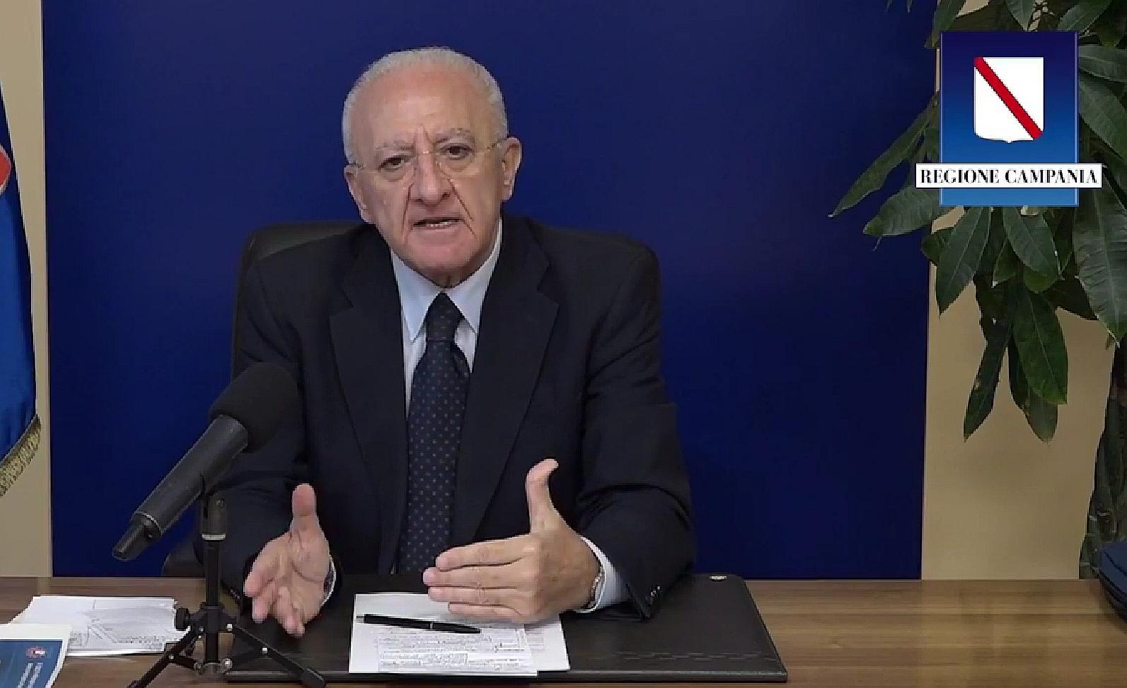 """De Luca difende la decisione di chiudere le scuole in Campania: """"Situazione pericolosissima. Ora il governo ci imita"""""""