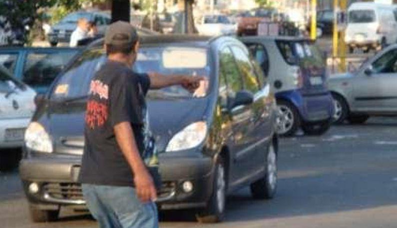 Napoli, lotta ai parcheggiatori abusivi: elevate 11 sanzioni nella zona di Poggioreale