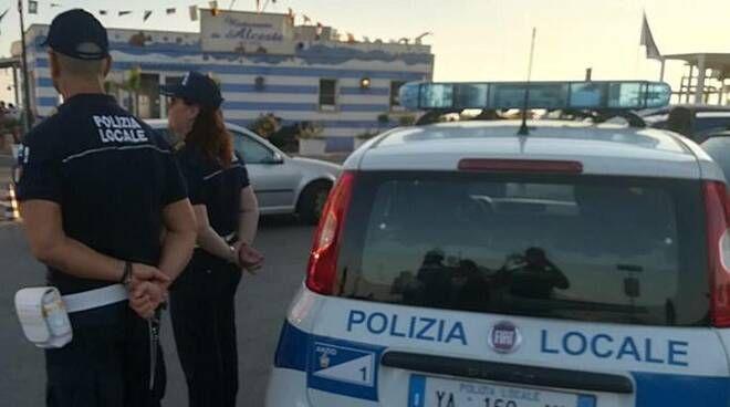 Romeno deruba anziano disabile all'uscita dell'ufficio postale. Bloccato dalla Polizia locale