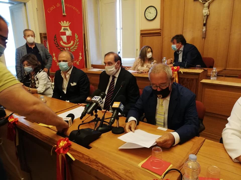 SINDACO E ASSESSORE ALL'ISTRUZIONE RISPONDONO AI GENITORI IN MERITO ALLA RICHIESTA DI RIAPERTURA DELLE SCUOLE