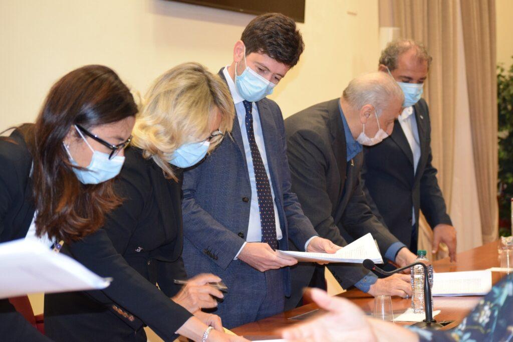 MINISTRO SPERANZA FIRMA TRE NUOVE ORDINANZE PER CONTRASTARE LA DIFFUSIONE DEL VIRUS