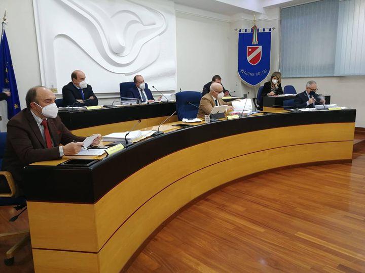 VACCINO, TOMA: NESSUN CONSIGLIERE E ASSESSORE REGIONALE NE HA BENEFICIATO
