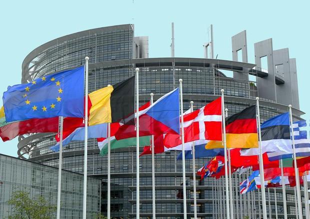 SONDAGGIO PARLAMENTO UE, METÀ EUROPEI POSITIVI SULL'UNIONE, IN ITALIA IL 43%