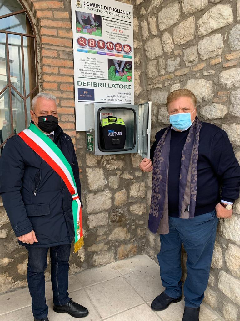 Foglianise, la famiglia Pedicini dona un defibrillatore pubblico.
