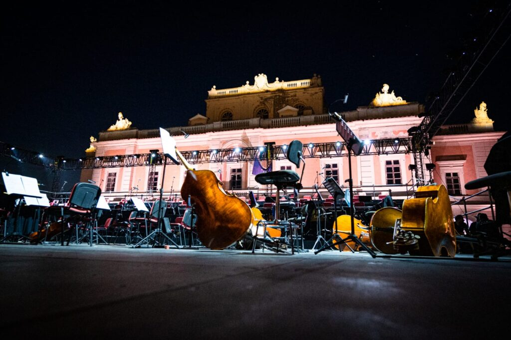 CARDITELLO FESTIVAL, LA REGGIA RINASCE CON LA GRANDE MUSICA E I VOLI IN MONGOLFIERA